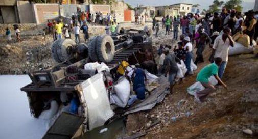 Haiti, autobus sulla folla: 34 morti e 15 feriti