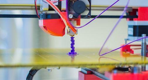 I bambini si fabbricano i giocattoli da soli con la stampante 3D