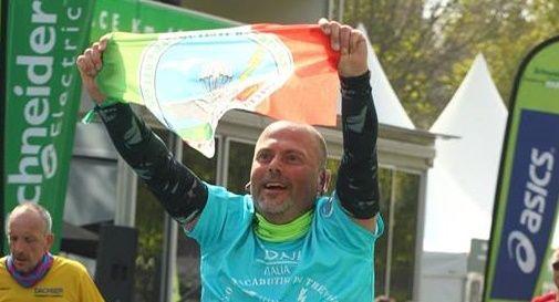 Rischia di restare in sedia a rotelle dopo l'incidente, ora gira il mondo correndo maratone