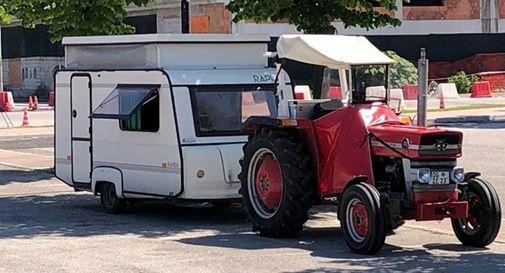Tedeschi in vacanza con il trattore