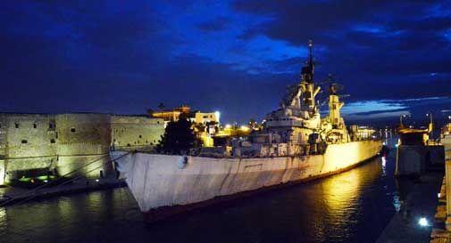 Addio al Vittorio Veneto: l'ultimo viaggio dell'incrociatore, verrà demolito in Turchia