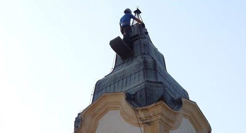 Tre anni per cambiare una lampadina al monumento, e solo grazie agli