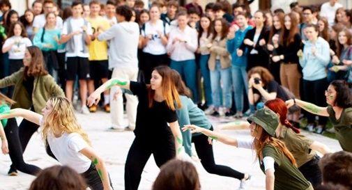Danza degli alberi in piazza a Castelfranco per il Global Climate Strike For Future