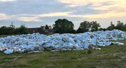 Decine di sacchi di plastica sospetti alle sorgenti del fiume Dese
