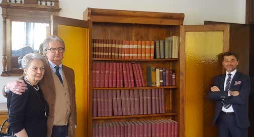 Donata all'ospedale di Vittorio Veneto la raccolta enciclopedica del professor Agueci