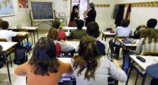 Mamma incita il figlio 11enne a picchiare i compagni di scuola