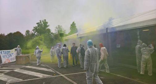 Blitz dei centri sociali alla festa della Lega Nord a Treviso