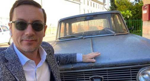 Conegliano, il selfie di Garbellotto con la Lancia Fulvia di via Zamboni