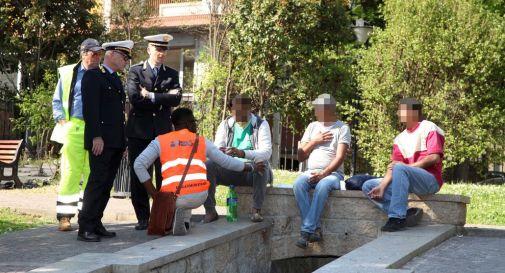 Liti tra migranti ai giardinetti e bivacchi all'Appiani: il vicesindaco dal Questore