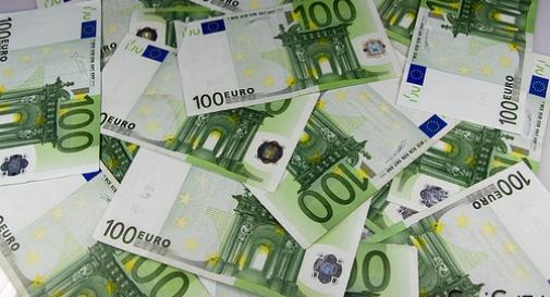 In difficoltà economica trova busta da 550 euro, la restituisce