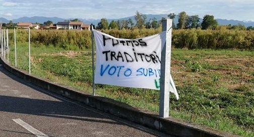 """Striscione leghista a Vedelago: """"Ennesimo messaggio di odio"""""""