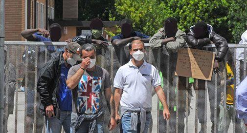 Proteste dei migranti all'ex caserma Serena: