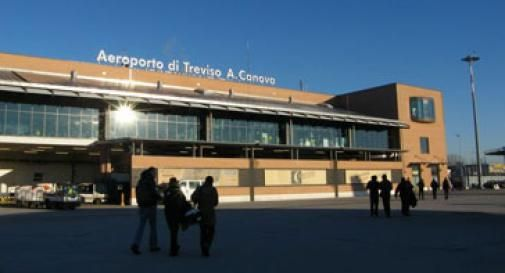 Atterra  a Treviso e scoprono che è latitante: carcere