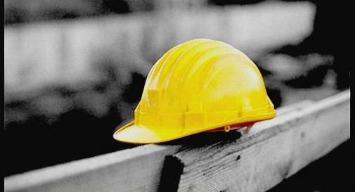 Giovane operaio muore schiacciato da pannelli di legno