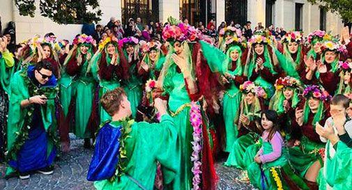 Carnevale A Treviso Tra I Carri Arriva La Proposta Di Matrimonio