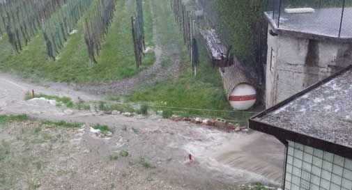 Quando piove la sua casa è attraversata da un fiume in piena: