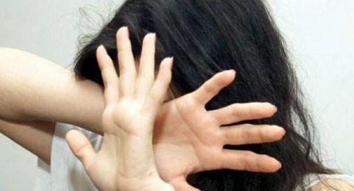 Palpeggia e bacia ragazzina. 22enne arrestato nel padovano