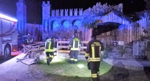 Piromani in azione a Revine Lago: danno fuoco al presepe fuori dalla chiesa