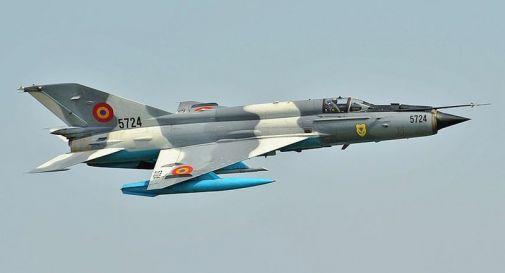 Libia, precipita caccia durante parata militare a Bengasi: morto il pilota