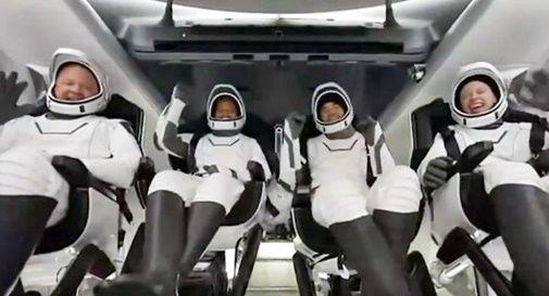SpaceX, rientrati sulla Terra i primi 4 turisti spaziali
