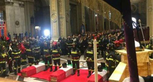 Alessandria, l'ultimo saluto ai 3 vigili del fuoco