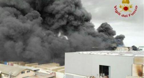 Teramo, incendio all'Italpannelli di Ancarano: rischio emergenza ambientale