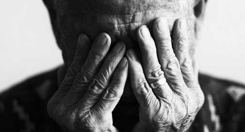 Tortura l'anziano padre con delle scosse elettriche al volto, condannato a tre anni un artigiano di Treviso