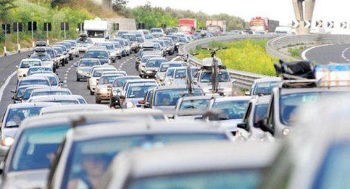 Traffico: sabato da bollino nero. Chilometri di code ovunque
