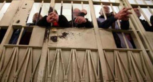 Violenze sui detenuti, sei agenti ai domiciliari