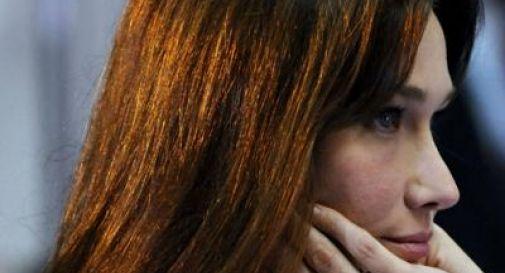 Coronavirus, Carla Bruni finge crisi respiratoria