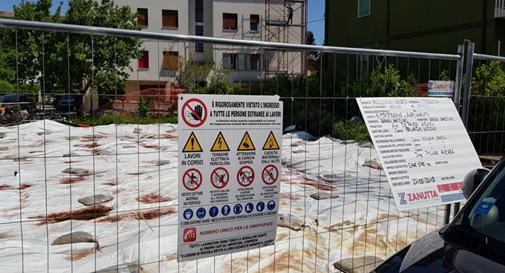 Il lotto dell'immobile abbattuto in via Rosmini in cui si è riscontrato un inquinamento nel terreno