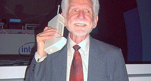 Il cellulare compie 40 anni. E perde 1,3 Kg (di peso)