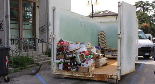 la raccolta rifiuti al mercato di Mogliano