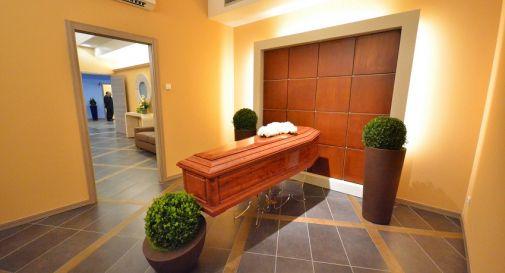 presto una sala del commiato a Mogliano (nella foto, un esempio)