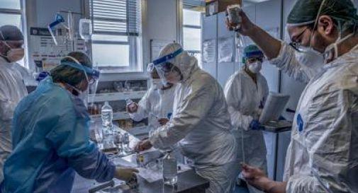 Virus gli 'brucia' i polmoni a 18 anni, trapianto record a Milano