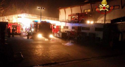 Incendio devasta supermercato