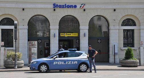 Polizia davanti alla stazione