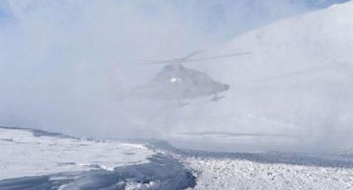 Valanga travolge 4 sciatori, un morto