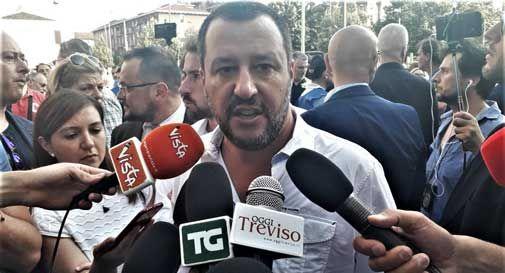 Salvini dichiara guerra a Ong e cooperative