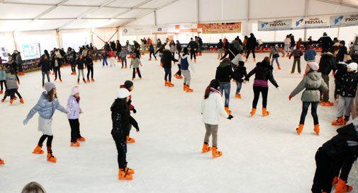 Pista di pattinaggio sul ghiaccio da record a San ...