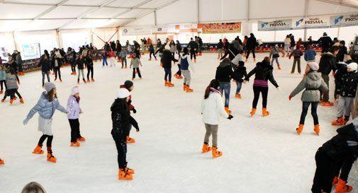 Tutto pronto per il Natale a San Vendemiano: è tornata la pista di ghiaccio più grande della provincia. - Oggi Treviso