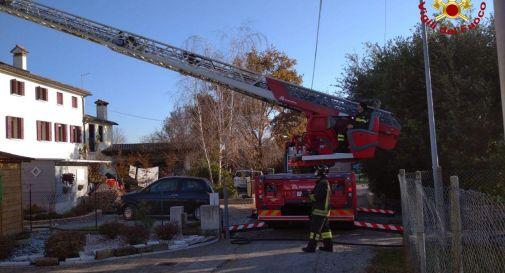 Paderno, fiamme al tetto: scatta l'allarme