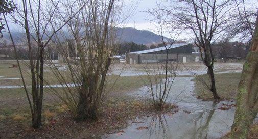 La pioggia ingrossa i canali, l'area Fenderl si allaga