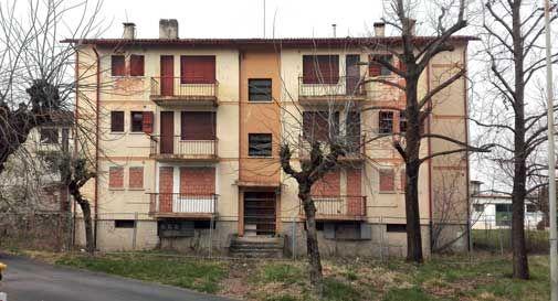 Via Cacciatori delle Alpi, inizia la ristrutturazione delle case popolari