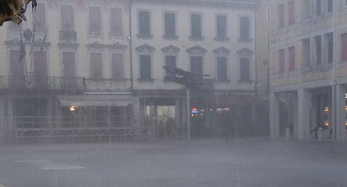 un momento dell'acquazzone in centro a Motta