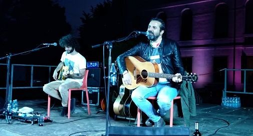 Omar Pedrini, accompagnato da Simone Zoni, giovedì sera a Oderzo