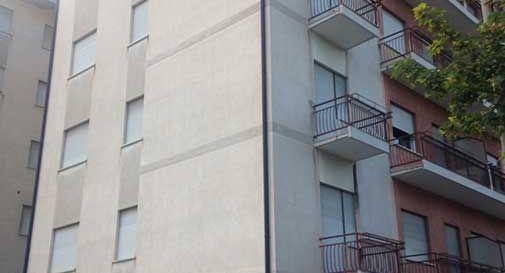 Gli ultimi militari lasciano il condominio di via d'Aosta. Arrivano i profughi?