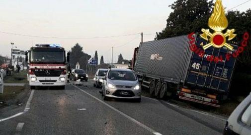 Schianto tra un'auto e un camion ad Altivole: ferita una ragazza