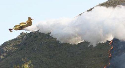 Incendi, notte di paura a L'Aquila: gente in strada