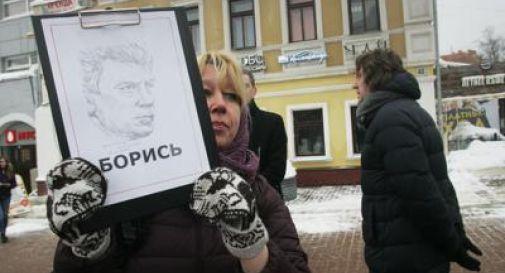 Russia, giornalista si dà fuoco davanti sede polizia: